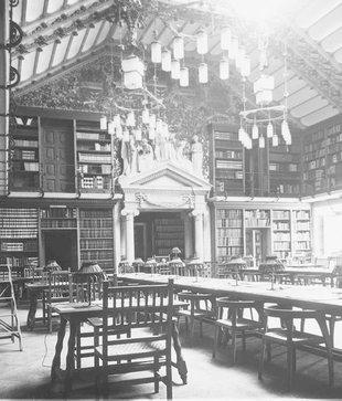 Interior de la Biblioteca de Catalunya, fundada per l'Institut d'Estudis Catalans el 1907  Foto: IEC / Fons fotogràfic de josep salvany i blanch.