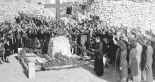 Un acte en homenatge als caiguts franquistes, a vilassar de Dalt. Foto Cedida per Montserrat Puig. Arxiu de Vilassar de Dalt