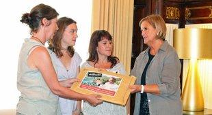 Entreguen a la presidenta del Parlament més de 75.000 signatures contra el projecte d'elBullifoundation al parc del cap de Creus
