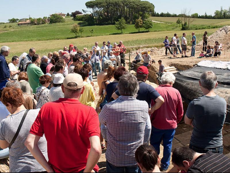 La visita a l'excavació va atraure dissabte passat un públic nombrós. Foto:AJUNTAMENT DE CALDES DE MALAVELLA