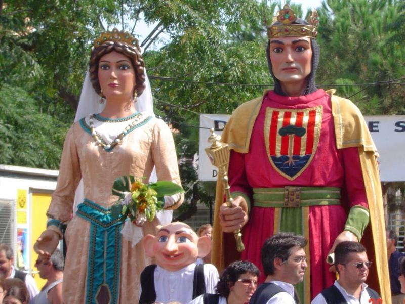 Ermessenda i Guerau I, els gegants de Pineda de Mar, en una imatge d'arxiu. Aquest any celebren el trentè aniversari Foto:EPA